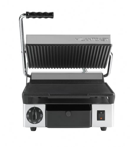 Maestrowave MEMT16001XNS Ribbed top and flat bottom non-stick plates